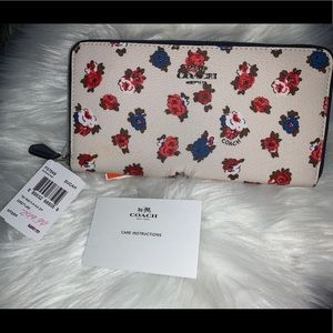 Tea Rose Floral ZIP Coach wallet - Brand new
